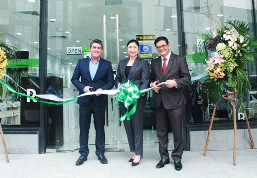 Robinsons Bank team ribbon cutting